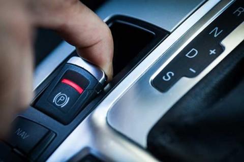 Apa Efek Rem Parkir Elektrik Diaktifkan di Kecepatan 193 KPJ?