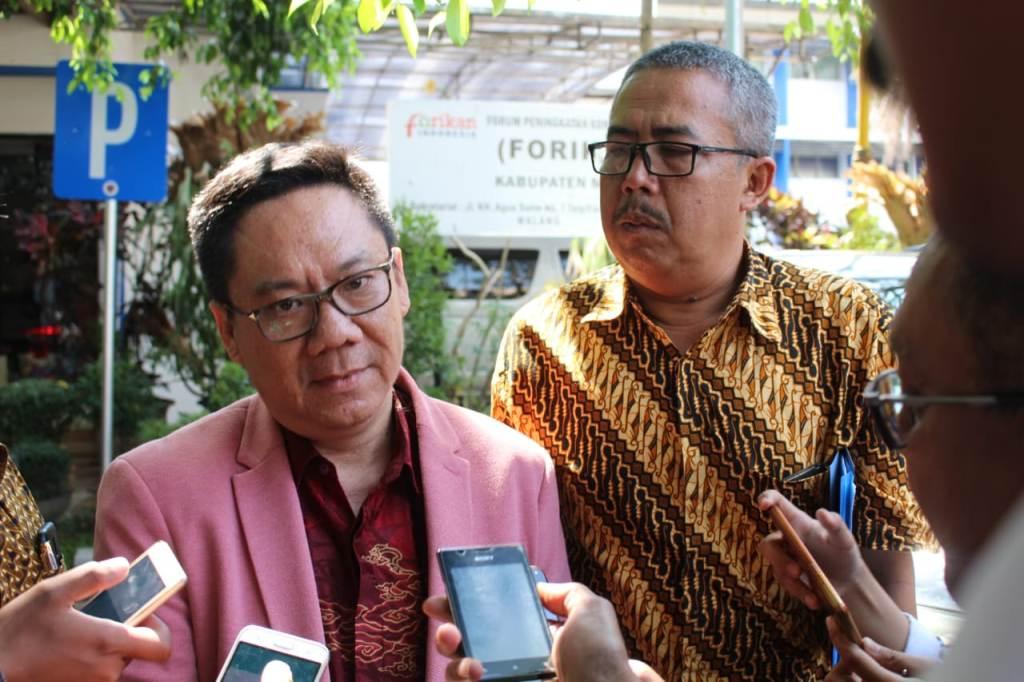 Salah satu kuasa hukum Bupati Malang Rendra Kresna, Gunadi Handoko (kiri).