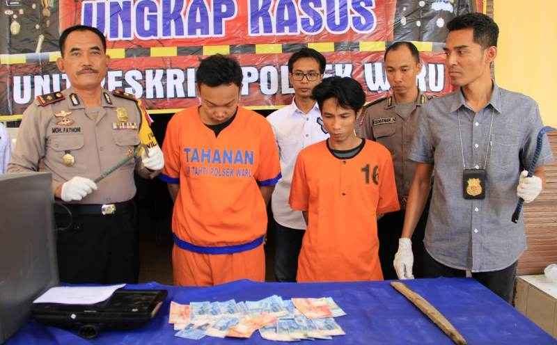 Polisi menangkap dua orang pembobol brankas perusahaan milik PT. Sakti Setia Santoso di Pergudangan Desa Tambak sawah, Kecamatan Waru, Sidoarjo, Jawa Timur, Rabu, 10 Oktober 2018. Medcom.id/ Syaikhul Hadi.