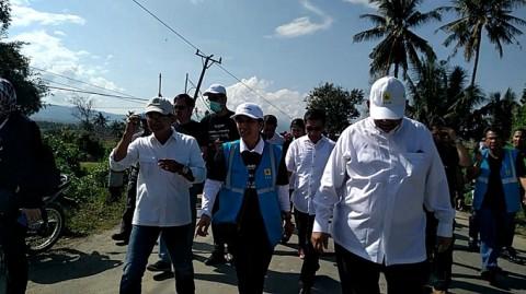Menteri BUMN Rini Soemarno saat mengunjungi Pelabuhan Taipa,