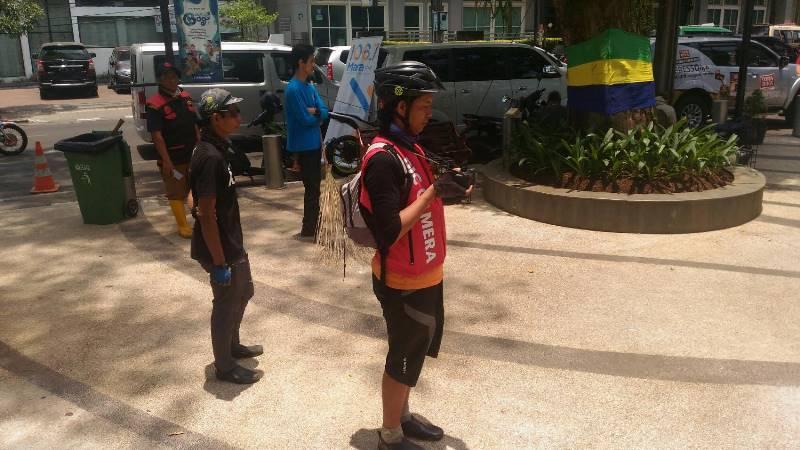 Warga Kota Bandung Antusias Membuktikan Hari Tanpa Bayangan Kamis  Medcom