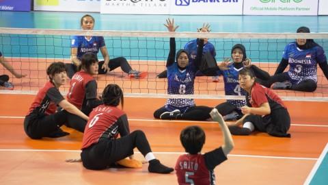 Tim bola voli duduk putri Indonesia saat bertanding menghadapi