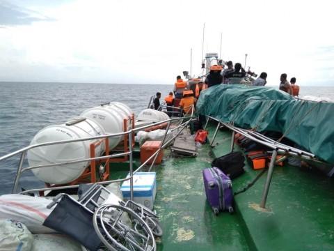 Tabrakan dengan Kapal Tanker, Penumpang MV VOC Batavia Jatuh ke Laut