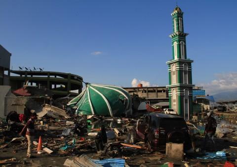 Kawasan Masjid Baiturrahman pascagempa dan tsunami di daerah