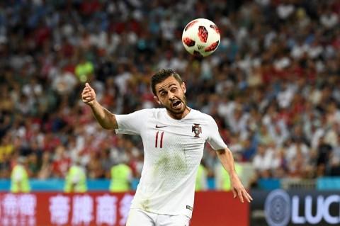 Gelandang Portugal, Bernardo Silva, menyundul bola (AFP/Jonathan
