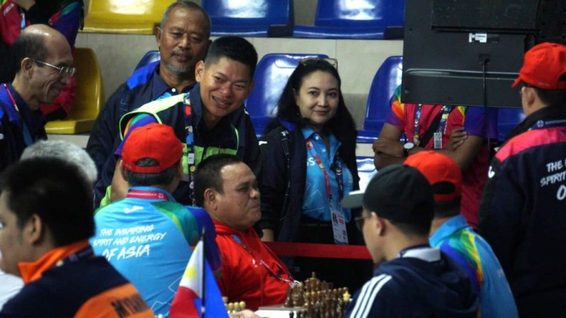 Ketua INAPGOC Raja Sapta Oktohari meninjau venue cabor para catur. (Foto: medcom.id/Kautsar Halim)