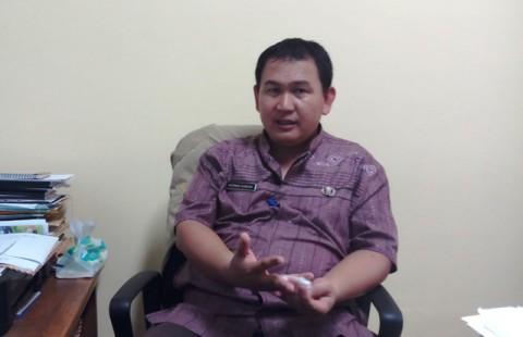Sekretaris Kelurahan Achmad Subhan di kantor Kelurahan Rawa
