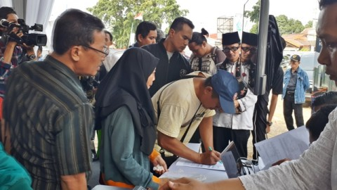 Warga mengikuti simulasi pendaftaran hunian DP 0 rupiah. Foto