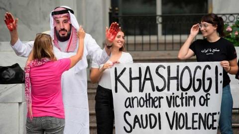 Protes hilangnya Khashoggi di depan Kedubes Arab Saudi di