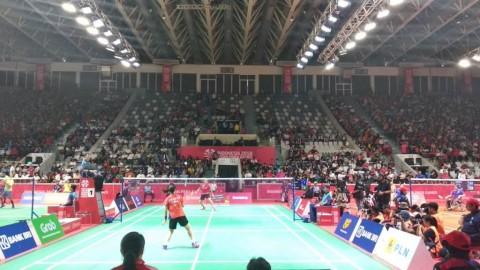 Suasana pertandingan Leani Ratri Oktila kontra Hefang Cheng.