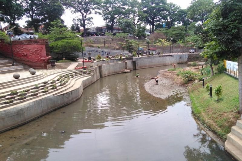 Suasana di Teras Cikapundung, Jumat, 12 Oktober 2018, salah satu sungai yang dinormalisasi Ridwan Kamil semasa masih menjabat sebagai Wali Kota Bandung, Medcom.id - Roni