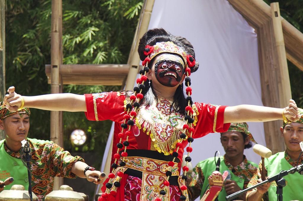 Melihat Pesona Budaya Nusantara di Paviliun Indonesia