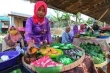 Nikmati Makanan Tradisional di Pasar Ngatpaingan