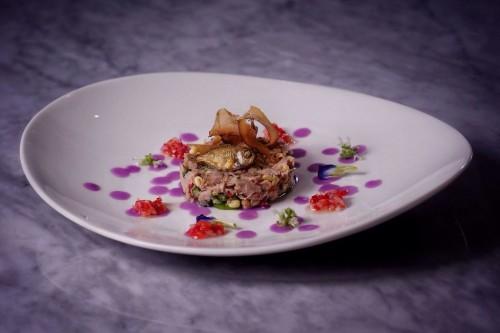 Masakan khas Indonesia disusun secantik dan semenarik mungkin
