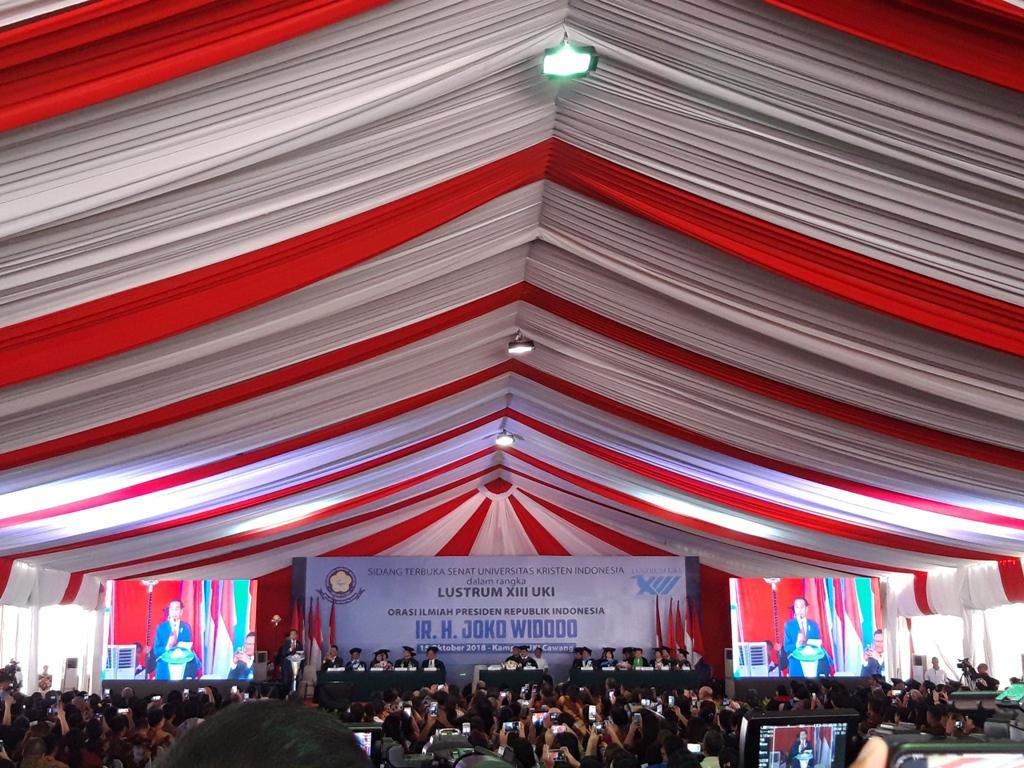 Presiden Joko Widodo saat menyampaikan orasi ilmiah di Lustrum XIII UKI, Jakarta, Medcom.id/Intan Yunelia.