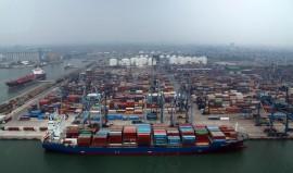 Indonesia Posts  Trade Surplus  of 0.23 Billion in September 2018