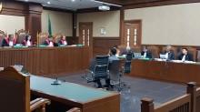Saksi Mengakui Mengambil Uang dari Bupati Ahmadi