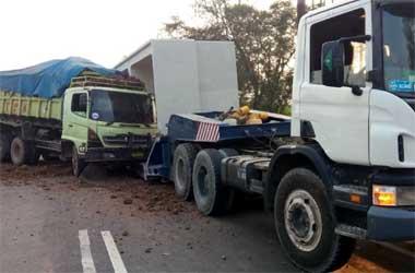 Kecelakaan beruntun di tol Bandara terjadi pada pagi hari. JM