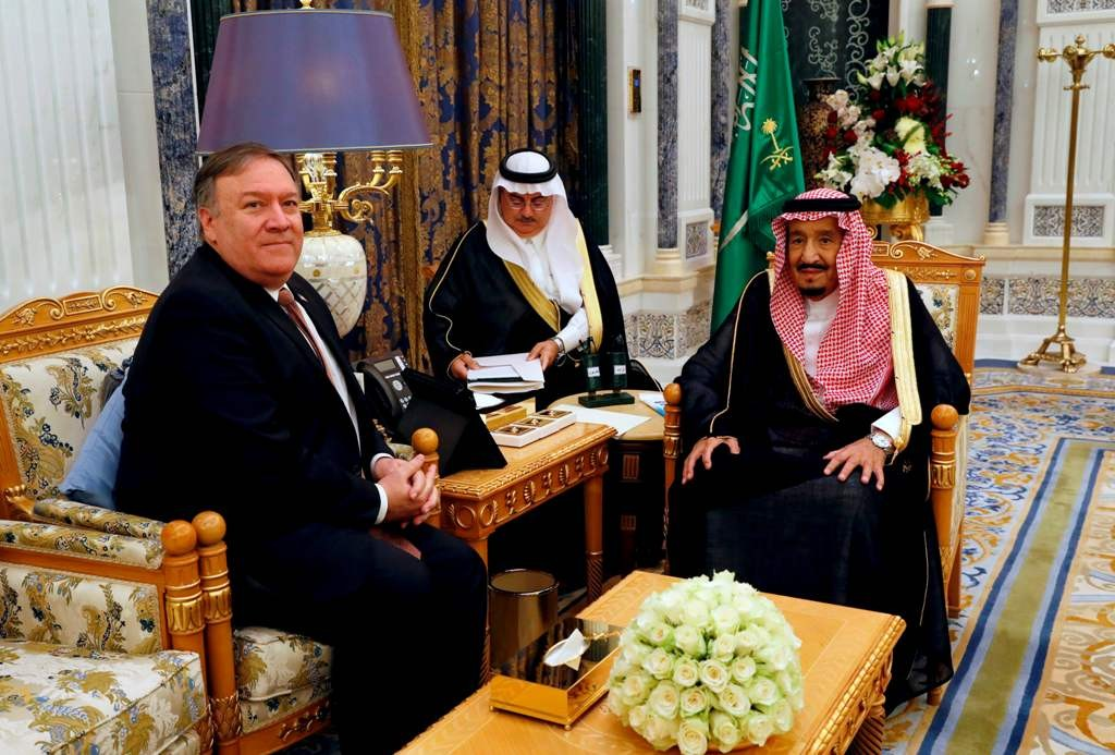 Menlu AS Mike Pompeo dan Raja Salman bin Abdulaziz di Riyadh. (Foto: AFP)