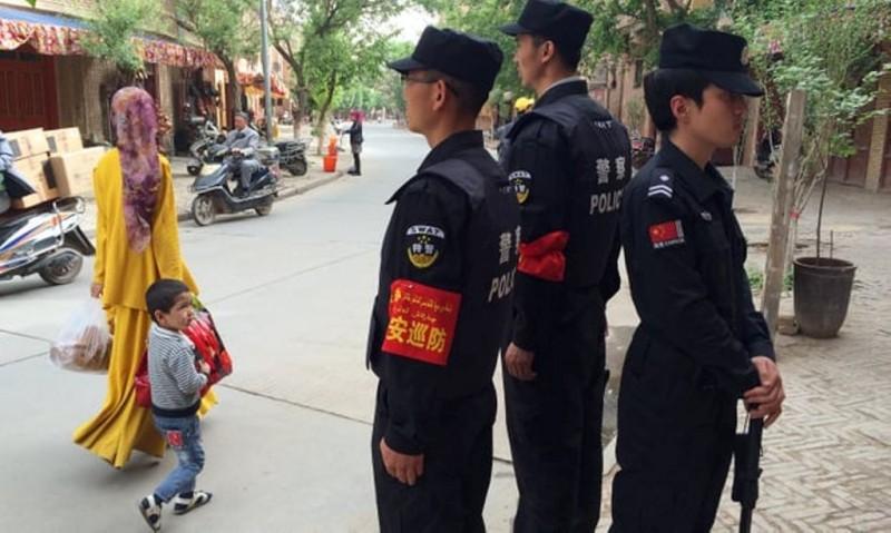Muslim Uighur menjadi minoritas di Xinjiang, Tiongkok. (Foto: AFP)