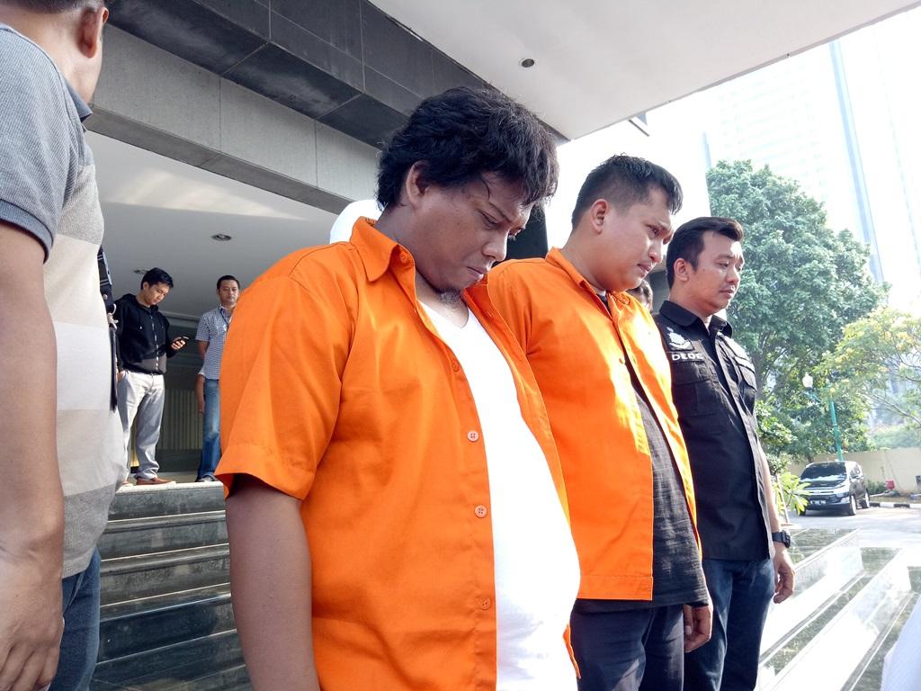 Dua orang pelaku penembak Gedung DPR RI ditangkap--Medcom.id/Siti Yona Hukmana.