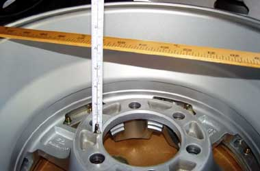 Pilih pelek mobil dengan ukuran offset sesuai standar pabrikan