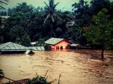 Banjir Rendam Jalan Nasional Lintas Barat Aceh