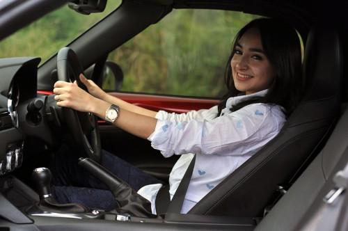 Wanita jangan gunakan high heels ketika mengemudi.