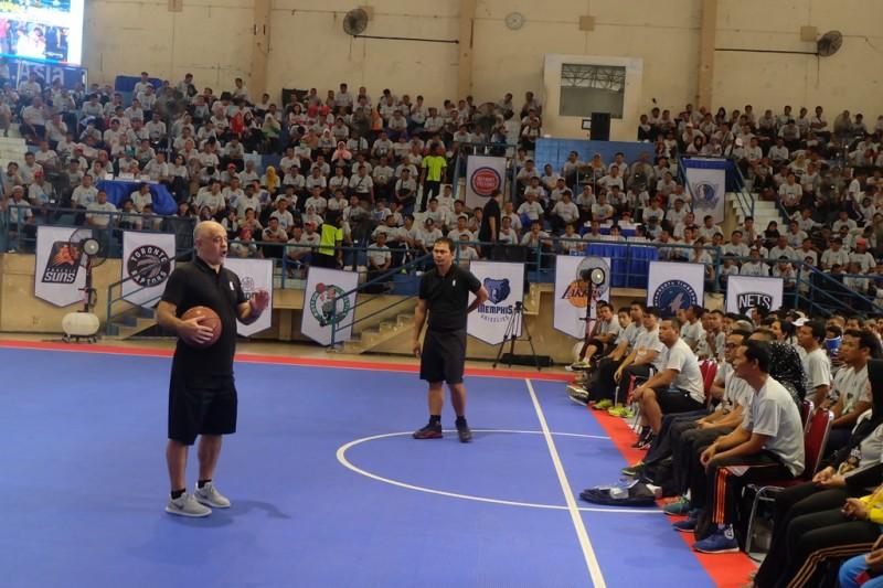 Ribuan guru olahraga Jateng ikuti Akademi Pelatih Jr. NBA di GOR Sumber Waras, Semarang, Jawa Tengah. (Foto: medcom.id/Budi Arista)
