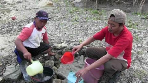 Warga Tegal Konsumsi Air Sungai karena Kekeringan