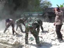 Baru 205 Reruntuhan Rumah di Sapudi Dibersihkan