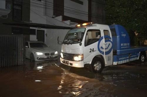 Asuransi kendaraan juga bisa membantu evakuasi mobil ketika