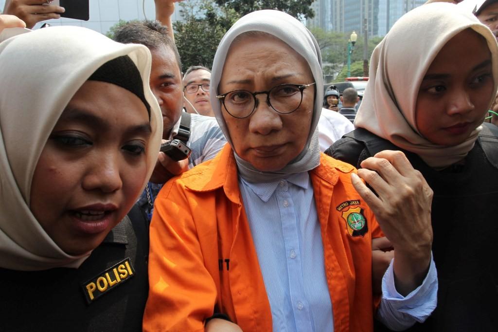 Tersangka kasus penyeberan hoaks Ratna Sarumpaet (tengah) bersiap menjalani pemeriksaan kesehatan, termasuk psikologi, di Polda Metro Jaya. Foto: MI/Pius Erlangga.