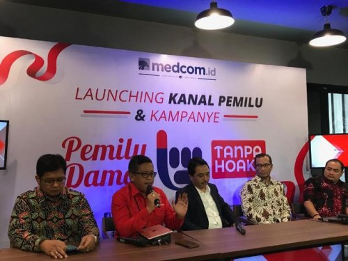 Sekretaris TKN KIK Hasto Kristiyanto (berbaju merah)/Medcom.id/Fajar Nugraha