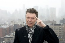 Patung David Bowie Kembali Dirusak