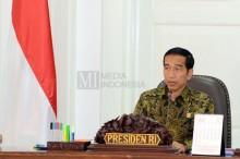 Jokowi Serahkan Tabungan Pembangunan Rumah ke Warga Lombok