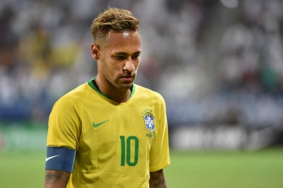 Neymar Dipaksa Kenakan Nomor 10 di Brasil