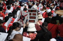Kepolisian Korea Selatan Bagikan Stiker Demi Tutup Kamera Ponsel?