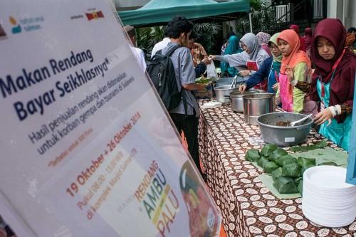 Salman ITB Donasi Rendang untuk Bencana Sulteng