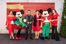 Kemeriahan Natal Ditemani Mickey dan Minnie Mouse
