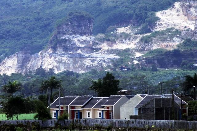 Komplek perumahan murah KPR BTN Mikro di Klapa Nunggal, Kab. Bogor. Lahan yang layak bangun dengan harga terjangkau menjadi isu utama proyek pengadaan rumah murah yang digelar massif di seluruh daerah. Antara Foto/Yulius Satria Wijaya