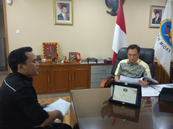 Kepala BPH Migas M Fanshurllah Asa saat melakukan wawancara dengan Reporter Medcom.id Husen Miftahudin. (FOTO: Medcom.id/Annisa Ayu)