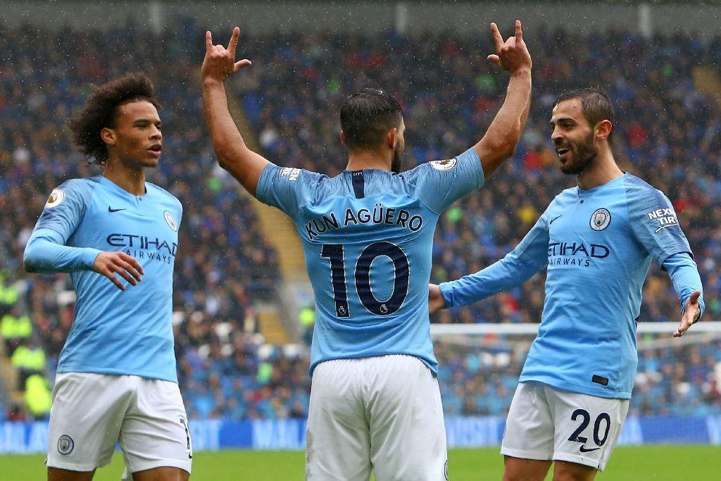 Para pemain Manchester City siap menjauh dari kejaran para rival (Foto: AFP/GEOFF CADDICK)