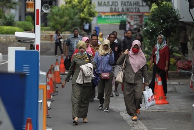 Ilustrasi.  Sejumlah Pegawai Negeri Sipil (PNS) Pemerintah Provinsi (Pemprov) DKI Jakarta pulang lebih awal pukul 14.00 selama bulan Ramadhan. Foto: MI/Pius Erlangga