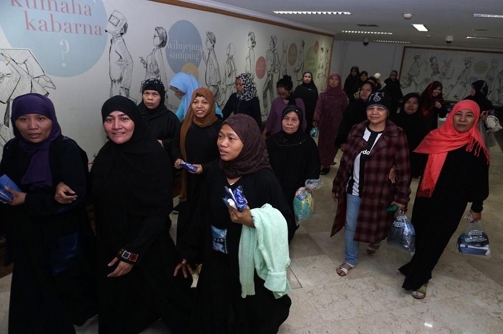 WNI dan TKI overstayer dari Arab Saudi tiba di Terminal 2D Bandara Internasional Soekarno-Hatta, Tangerang, Banten, 1 Juni 2016. (Foto: Antara/Foto Terbit/Lucky R)