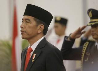 Jokowi Borong Sawo saat Kunjungan ke Pasar Karangayu