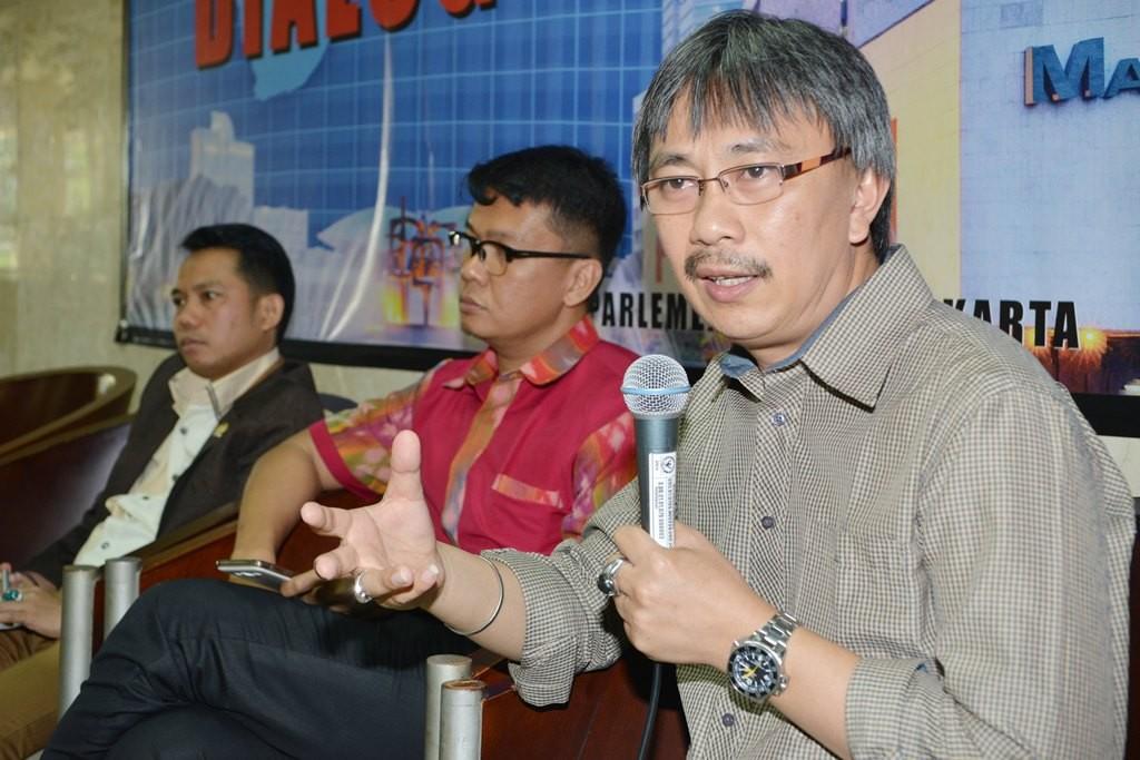 Pengamat Politik Jerry Sumampouw (kanan). (Foto: MI/Mohamad Irfan)