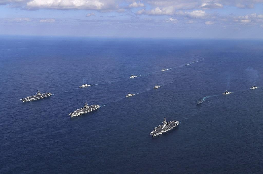Latihan gabungan kapal AS dan Korsel pada 12 November 2017. (Foto: AFP/STR/South Korea Defence Ministry)