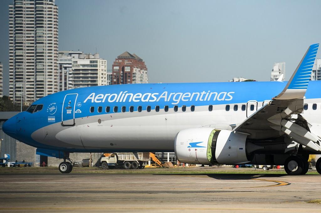 Pesawat maskapai Aerolineas Argentinas. (Foto: AFP/EITAN ABRAMOVICH)