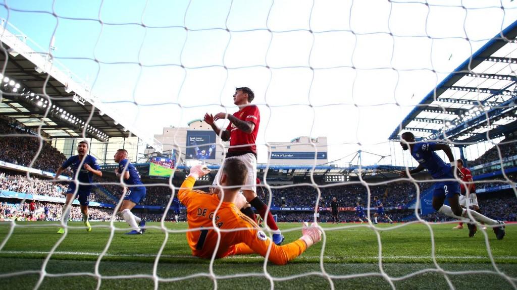 Momen saat Ross Barkley (kedua kiri) mencetak gol telat untuk menyamakan kedudukan (Foto: Premier League)